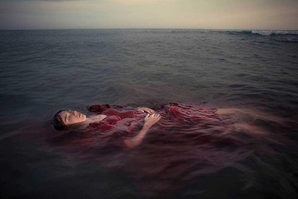 @Leila Amat | Rompiendo el mar