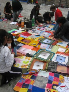 Colcha, proyecto de costura en la calle, dimensiones variables, 2007