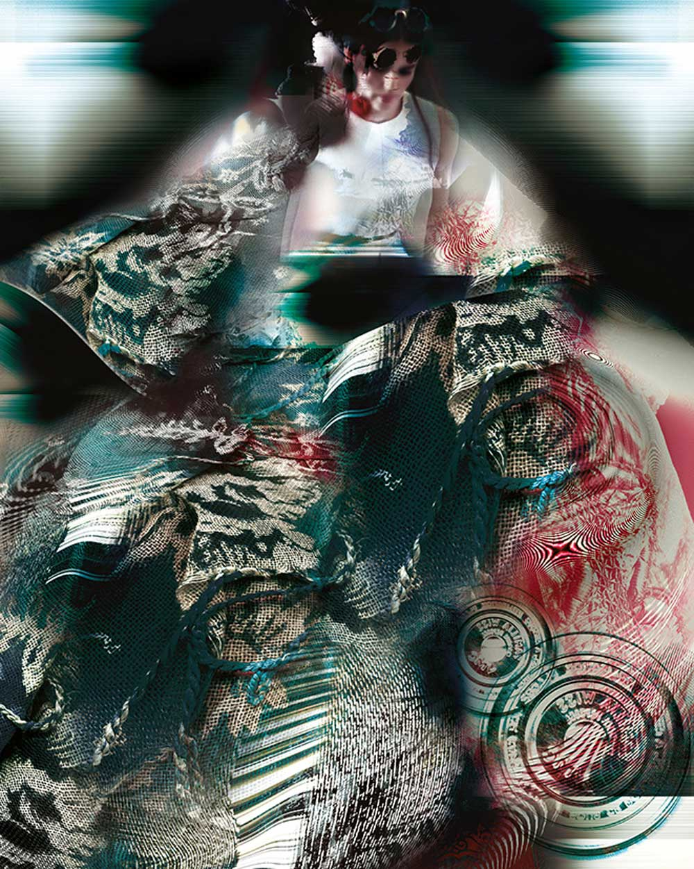 © Emma Fernández Granada | Mujer huyendo de la sombra posesiva de los gatos