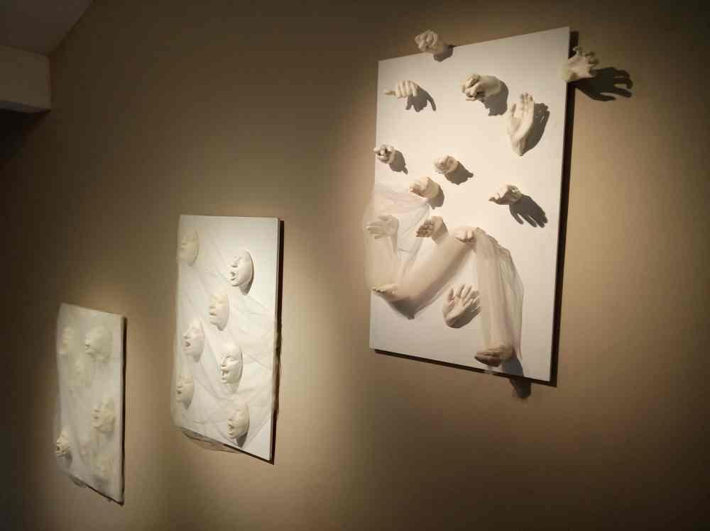 Colectivo de mujeres artistas MUART.G con la obra titulada
