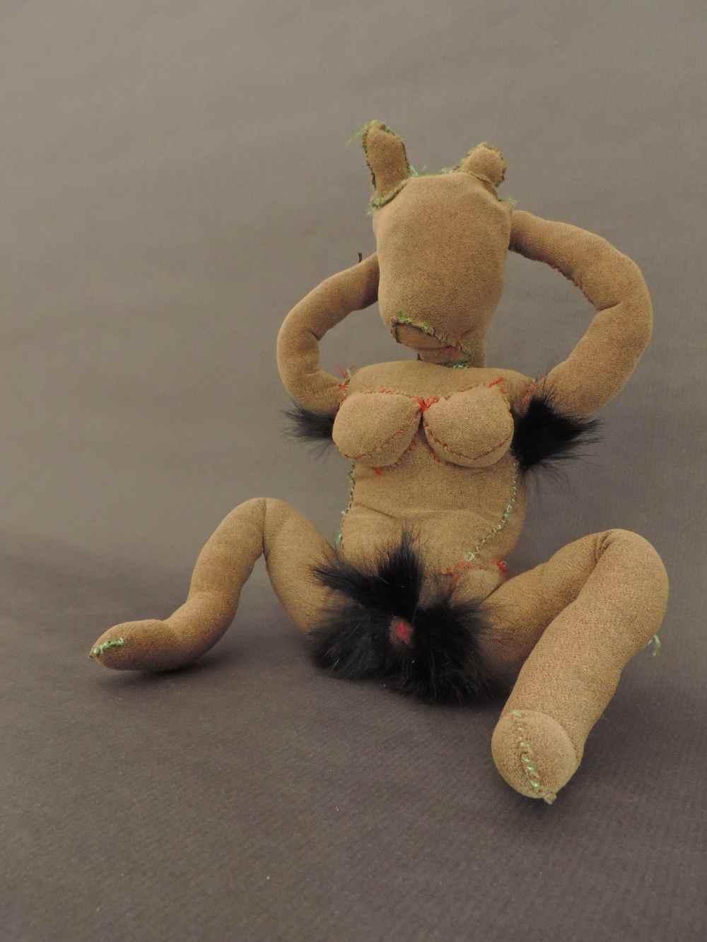 CAROL SOLAR Nº 3 de la serie Pervertis Do it yourself-Escultura textil-24x14x16cm-2014