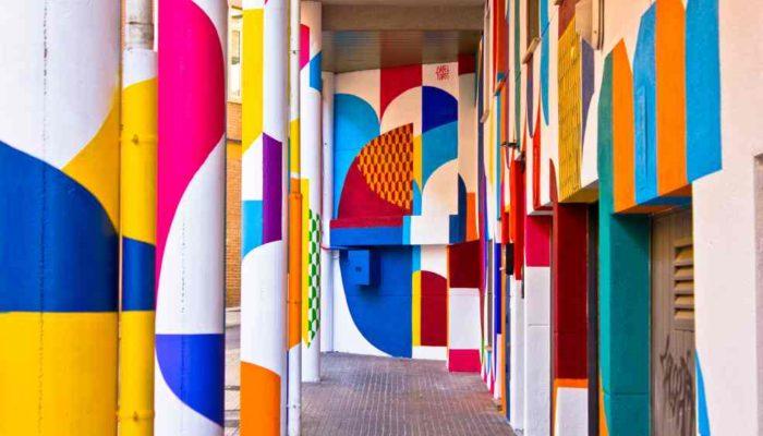 ISABEL FLORES Vista de la exposición Ad Infinitum en Cáceres, 2019 Composición Ad Infinitum 1, 2019 Habitar. Calle Hernando de Soto, Cáceres. 2019