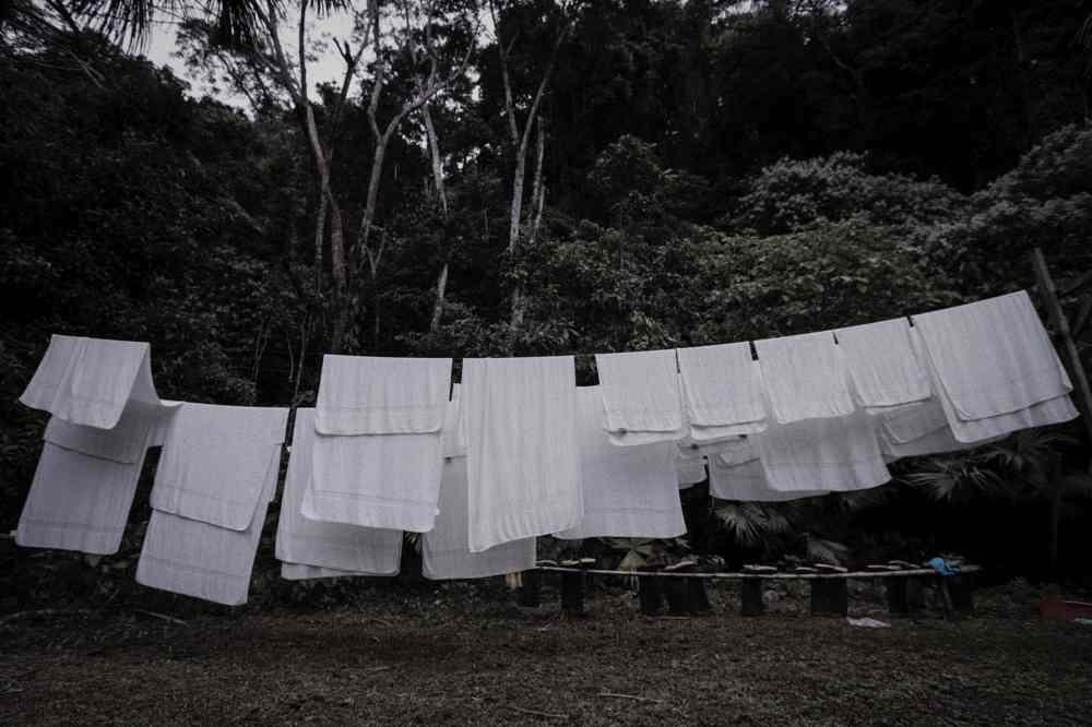 Gabriela Portaluppi, Naturaleza humana (serie de cinco fotografías digitales de 20 x 30 cm). Segundo Encuentro Arte Mujeres Ecuador (2016). Museo Camilo Egas, Quito.