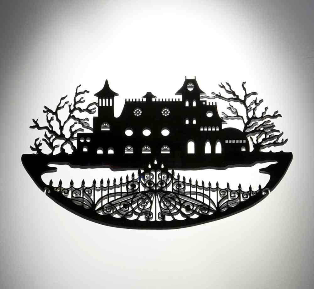Old dark house. Marta Serna
