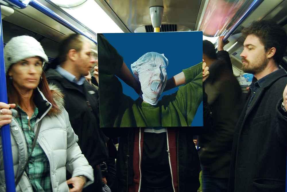 Underground. Instalación en el metro de Londres, 2018 Óleo sobre lino y fotografía Colección de la artista