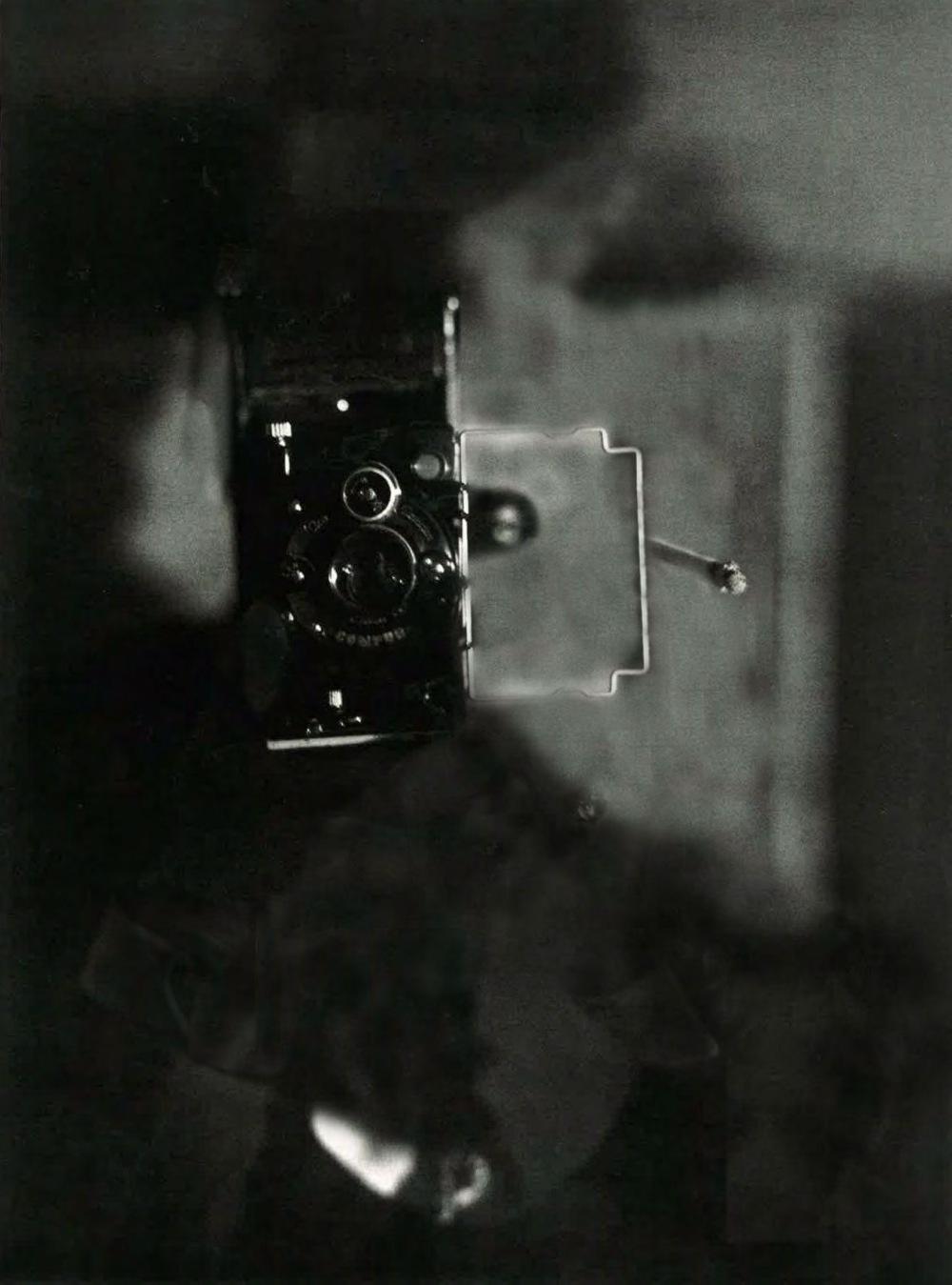 """Feminismo Mágico Mª Carmen García ^Klamka^.""""Eva Besnyö. Autorretrato en Berlín, 1932"""""""