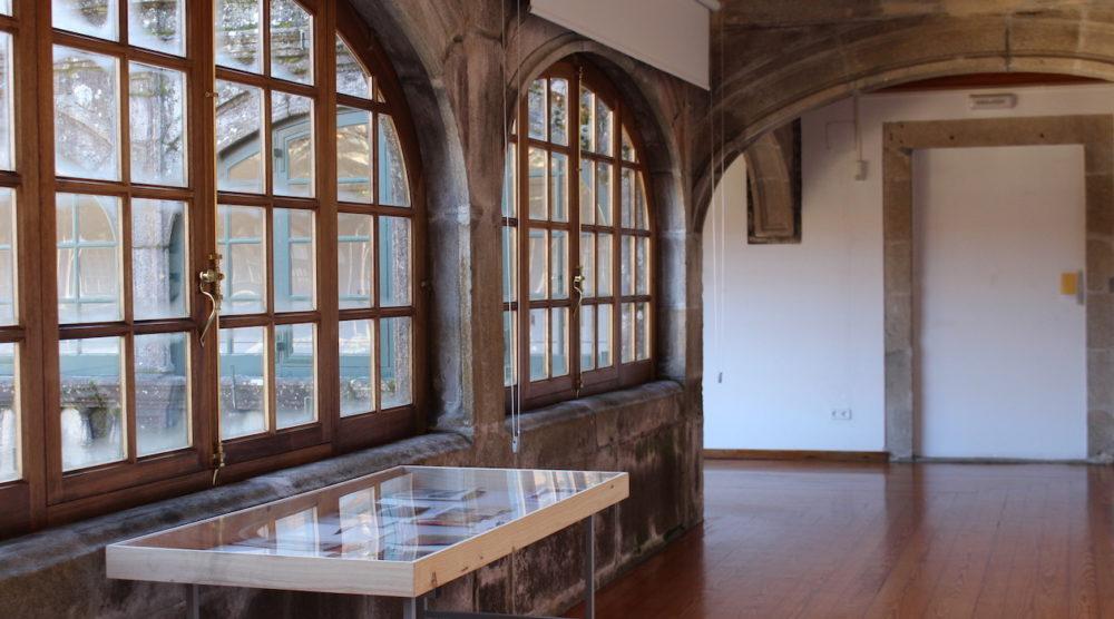 Vista de la exposición rastro material en el Claustro alto de Fonseca, USCSILVIA GARCÍA GONZÁLEZ
