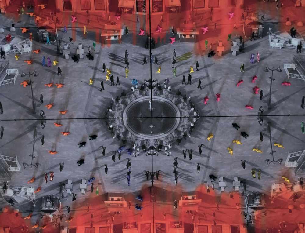 Francesca Martí, Believers - Puerta del Sol, Madrid (2019). Fotografías sobre Dibond, esculturas de resina y pintura de coches en cajas de Perspex | colour photographs mounted on Dibond, resin sculptures and automotive paint in Perspex boxes, 150x150x10 cms. Cortesía | courtesy Galerie DNA (Berlín).