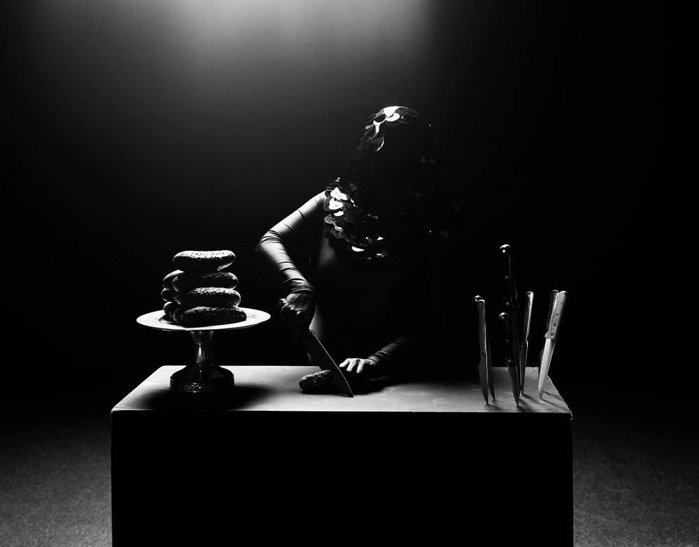 The misted glass_Elssie Ansareo | Mujeres Mirando Mujeres | Laura Pinillos Villanueva