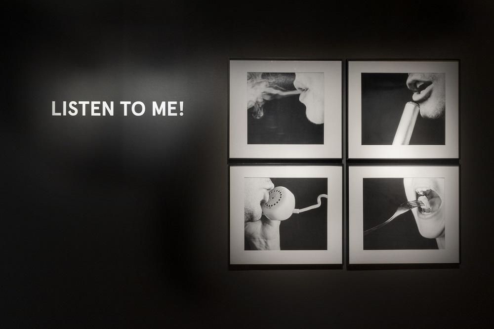 Vista de sala de exposición Listen to me! | Mujeres Mirando Mujeres | Yadira de Armas y Ana Gabriela Ballate Benavides