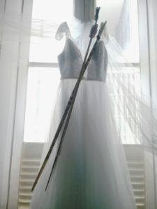 Vestido de noiva com arco e flecha_Juliana Alves Xukuru   Mujeres Mirando Mujeres   María Emilia Sardelich