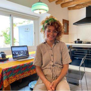 AGNES ESSONTI_Healing   Mujeres Mirando Mujeres   María Bueno